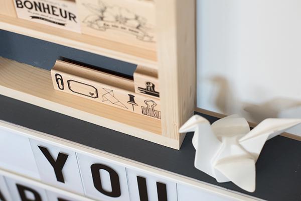 zoom sur l'étagère en bois